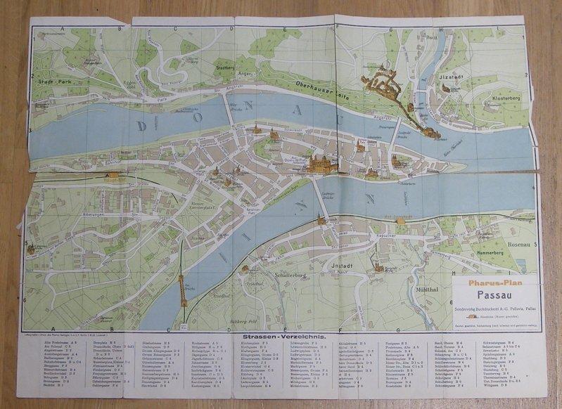 Berlin: Pharus Plan Passau. Gefalteter farbiger Stadtplan, Blattgröße ca. 51,5 x 38,5 cm (Falze mit Einrissen).