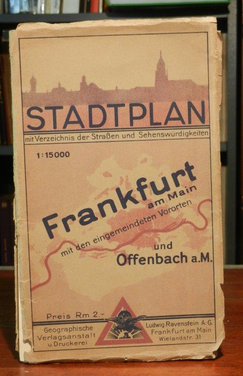 Frankfurt am Main mit den eingemeindeten Vororten und Offenbach a.M. Stadtplan mit (hier fehlendem) Verzeichnis der Straßen und Sehenswürdigkeiten. Mehrfach gefalteter farbiger Stadtplan. Blattgröße ca. 82 x 110 cm