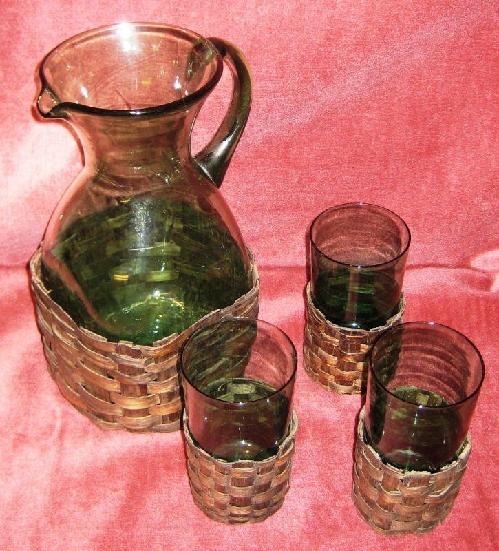 Glas: alter grüner Abriss-Krug - Saft-/ Wein-Set mit drei Gläsern,  mit abnehmbaren Manschetten, geschätzte Zeit:  um 1900