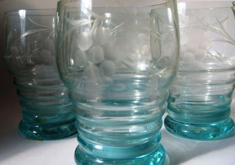 Kristall: 4  Most-, Wein-Gläser, zartblaues Glas, handgeschliffen, gut erhalten