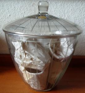 Kristall: Kristall-Bowle. konische Form, mit 10 Gläsern,  handgeschliffen, Anfang 70er Jahre