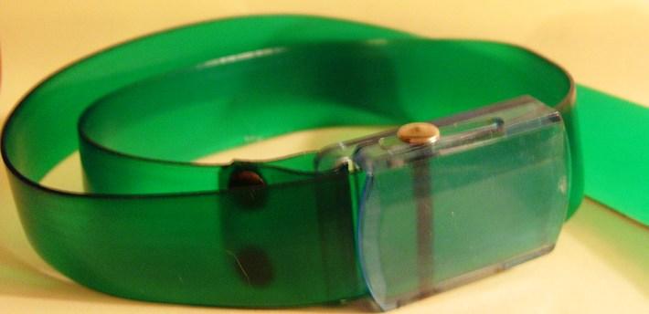 Kleidung: Damen-Accessoire - Gürtel, Kunststoff, grün transparent mit blassblau-transparenter Schließe, 70er/ 80er Jahre