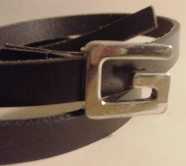 Kleidung: Accessoires - Damen-Gürtel, Hallhuber, dunkelbraunes Leder mit silberfarbener Metallschließe, 80er Jahre