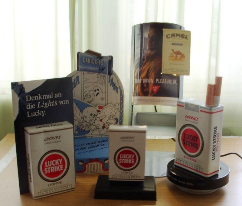 Werbung - Tabakwerbung, Zigarettenwerbung, Schaufensterwerbung, Werbeaufsteller u.a., 80er Jahre, teils elektrisch betrieben, sehr gut erhalten