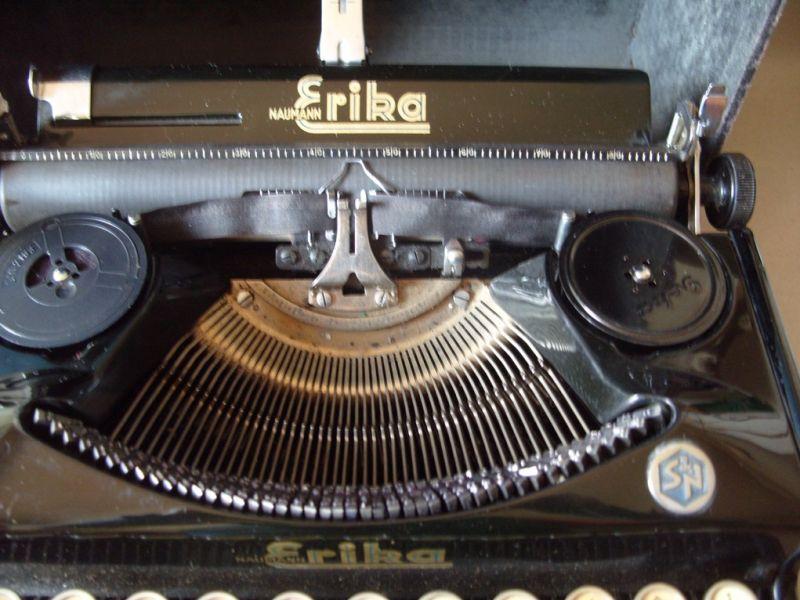 Antike Technik / antike Bürotechnik: mechanische Reiseschreibmaschine ERIKA / Modell 5 TAB. - A.-G. vorm. Seidel &  Naumann Dresden, 1934 0