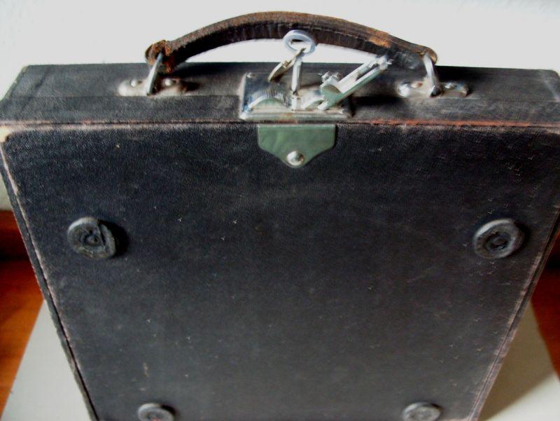Antike Technik / antike Bürotechnik: mechanische Reiseschreibmaschine ERIKA / Modell 5 TAB. - A.-G. vorm. Seidel &  Naumann Dresden, 1934 4