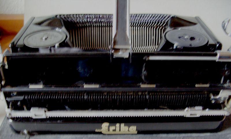 Antike Technik / antike Bürotechnik: mechanische Reiseschreibmaschine ERIKA / Modell 5 TAB. - A.-G. vorm. Seidel &  Naumann Dresden, 1934 5
