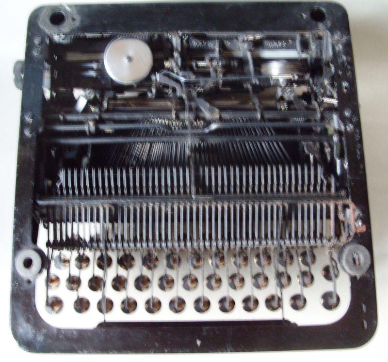 Antike Technik / antike Bürotechnik: mechanische Reiseschreibmaschine ERIKA / Modell 5 TAB. - A.-G. vorm. Seidel &  Naumann Dresden, 1934 7