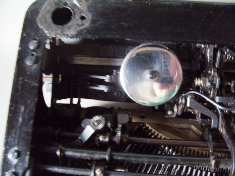 Antike Technik / antike Bürotechnik: mechanische Reiseschreibmaschine ERIKA / Modell 5 TAB. - A.-G. vorm. Seidel &  Naumann Dresden, 1934 9