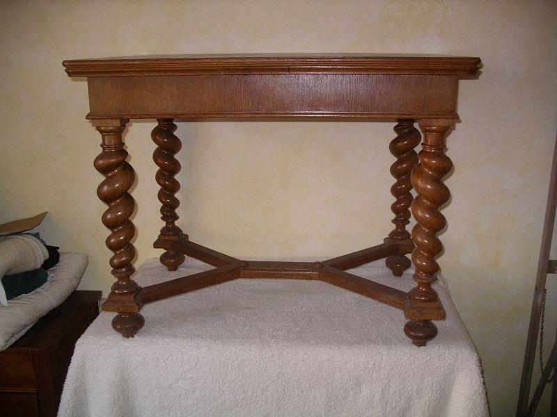 Tisch, ausziehbar  Meiner Meinung nach wahrscheinlich norddeutsch, angelehnt an flämischen Barock   0