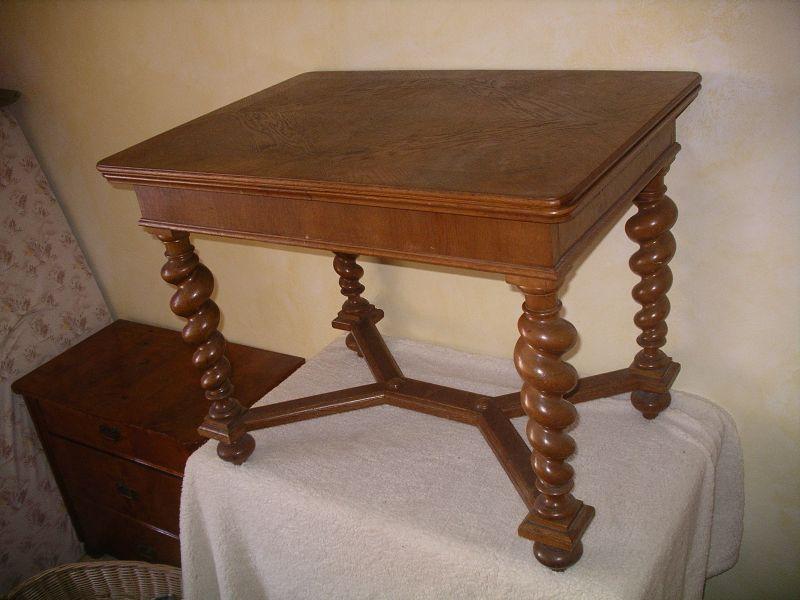 Tisch, ausziehbar  Meiner Meinung nach wahrscheinlich norddeutsch, angelehnt an flämischen Barock   1