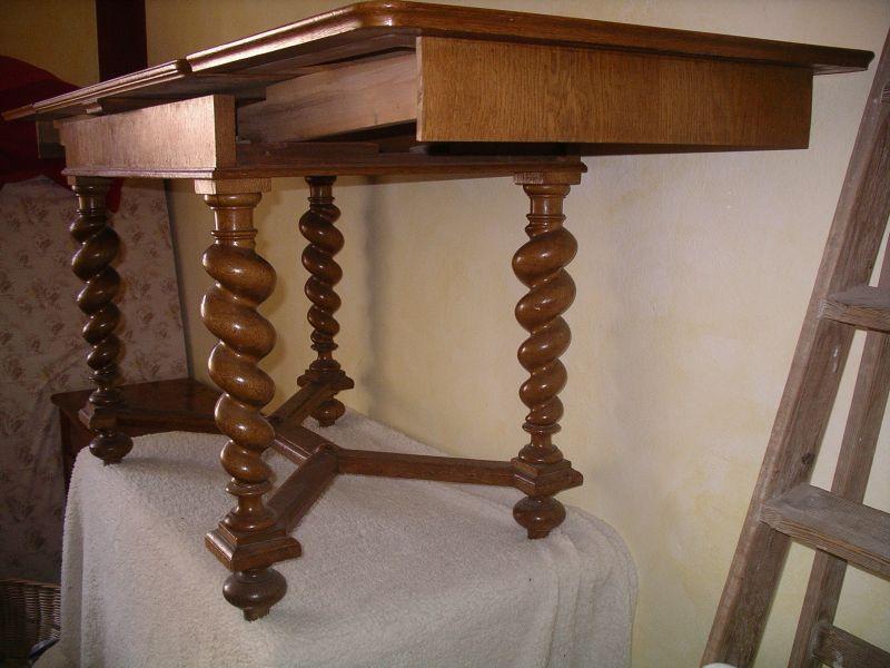 Tisch, ausziehbar  Meiner Meinung nach wahrscheinlich norddeutsch, angelehnt an flämischen Barock   3