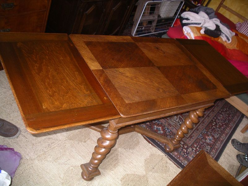 Tisch, ausziehbar  Meiner Meinung nach wahrscheinlich norddeutsch, angelehnt an flämischen Barock   4