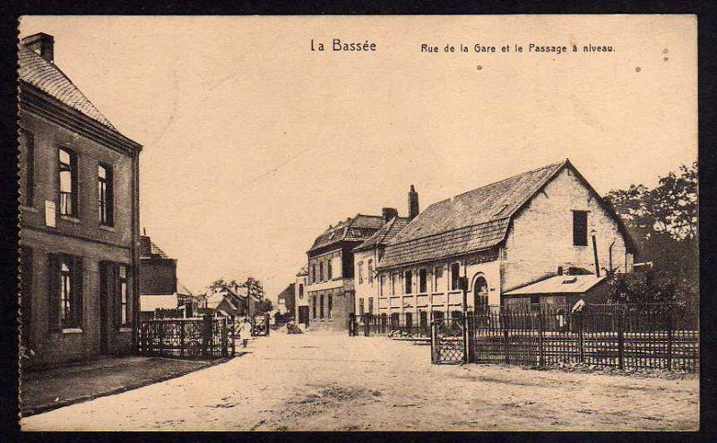 Ansichtskarte La-Bassée La Bassee Rue de la gare et le Passage a niveau 1915 Feldpost