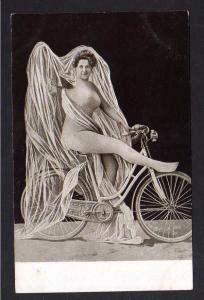 Ansichtskarte Fahrrad Radfahrerin um 1905 Frau nackt auf Rad Akt