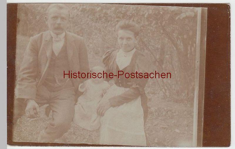 (F2798) Orig. Foto Paar mit Kleinkind im Freien, 1907