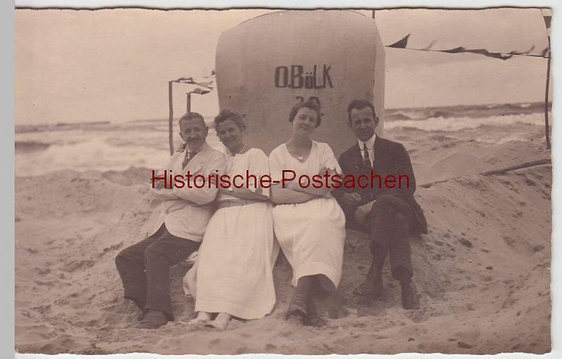 """(52180) Foto AK Personen am Strandkorb """"O. Bölk"""", Nordsee, Ostsee, vor 1945"""