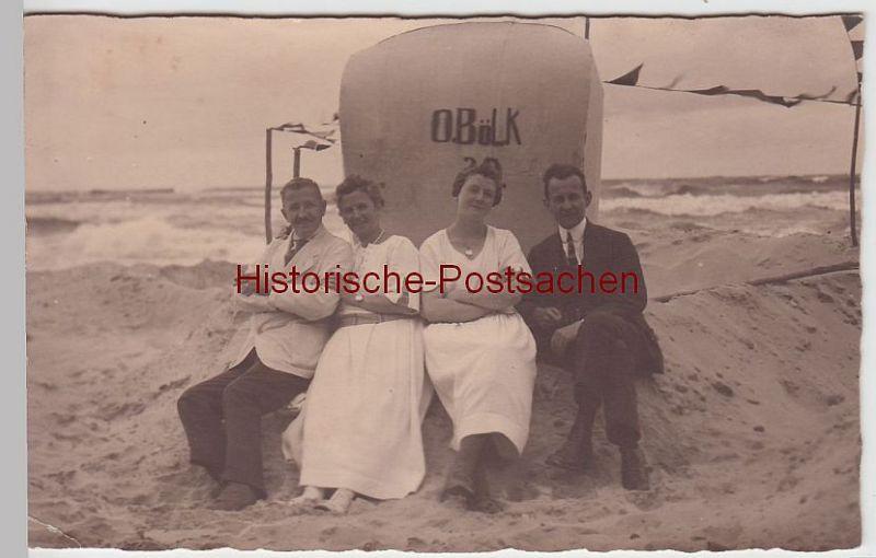 """(52181) Foto AK Personen am Strandkorb """"O. Bölk"""", Nordsee, Ostsee, vor 1945"""