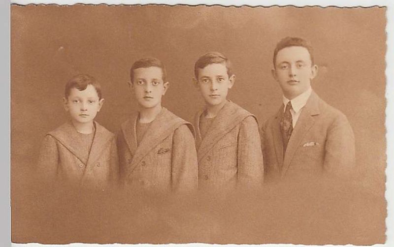 (29051) AK Porträt: vier junge Männer, Brüder?, vor 1945