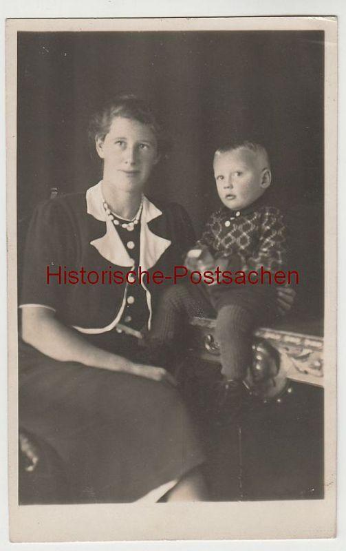 (81214) Foto AK Junge Frau mit kleinem Jungen, vor 1945