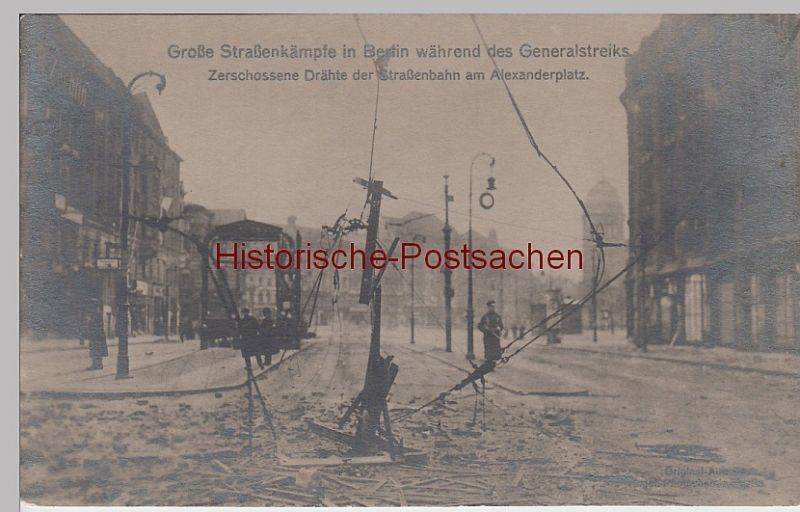 (86003) Foto AK Berlin, Straßenkämpfe, zerstörte Straßenbahndrähte 1919