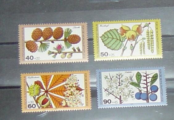 Berlin Michel Nr. 607-610 postfrisch Wohlfahrt Blätter,Blüten und Früchte des Waldes 5,- Euro Michel 2010/2011
