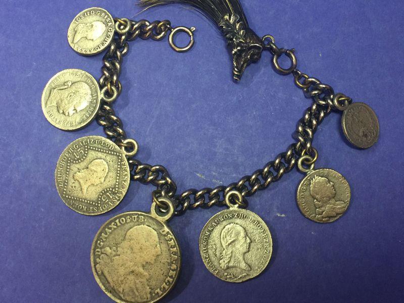 Antike Charivari Kette mit einigen Münzen 18014