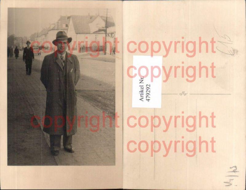Foto Ak Mann Anzug Mantel Hut Straßenansicht Automobil