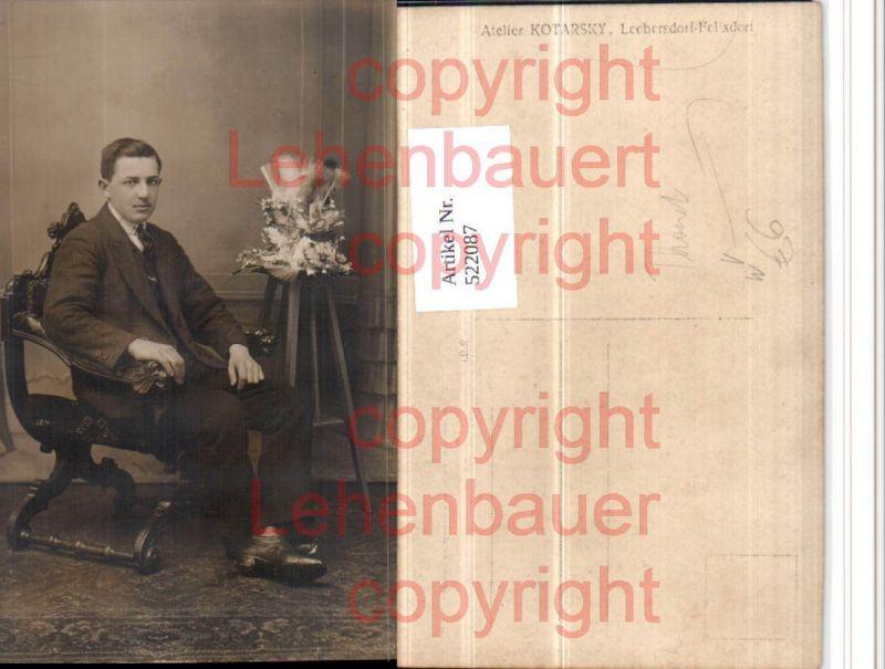 Mann in Anzug Stuhl Sessel pub Thonet Kotarsky Leobersdorf Felixdorf