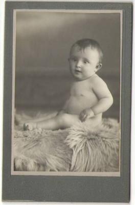 CDV Foto Baby child on desk TOP 1880