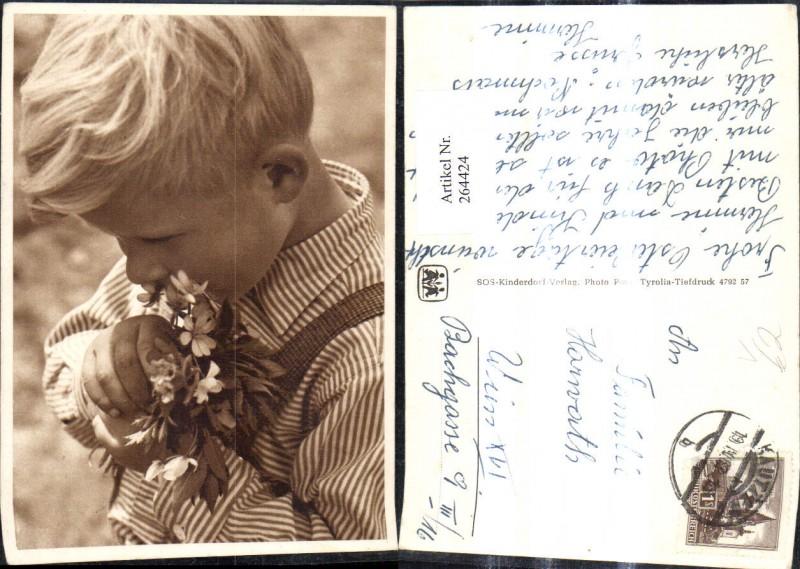 SOS Kinderdorf Bub Junge m. Blumenstrauß Blumen