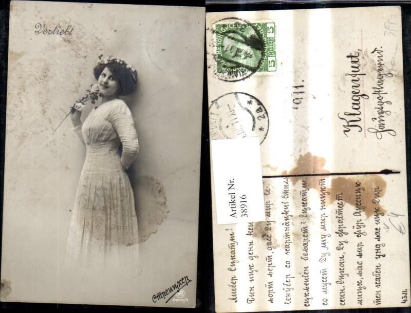 Foto Ak Frau Portrait weisses Kleid Blumenkranz i. Haar Rose Verliebt pub