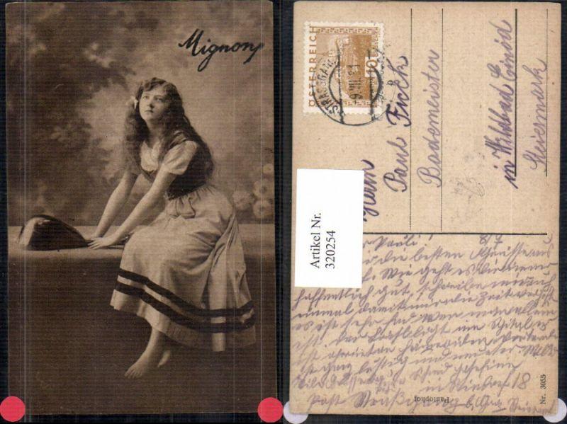 Junge Frau Mädchen Mignon m. Mandoline Musik