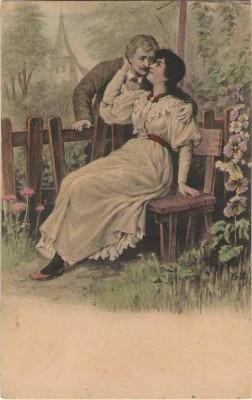 Liebespaar Mann küsst Frau auf Parkbank Blumen 1910