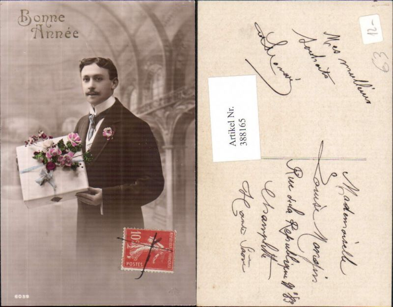 Mann Anzug m. Paket Geschenk Blumen Bonne Annee