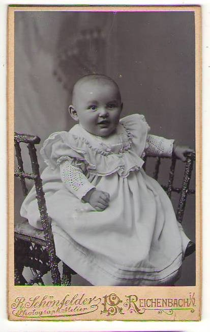 1890s CDV Photo GREAT BABYLAUGHING in WOOD CHAIR Reiche