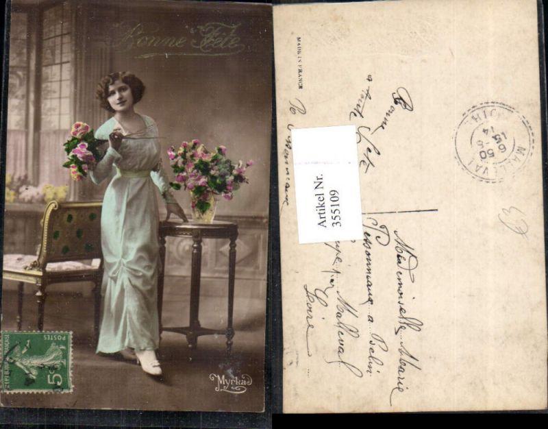 Frau Kleid Rosen Blumen Blumenvase Tisch Bank