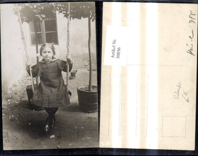 Foto Ak Kind Mädchen i. Matrosenanzug Kleid a. Schaukel
