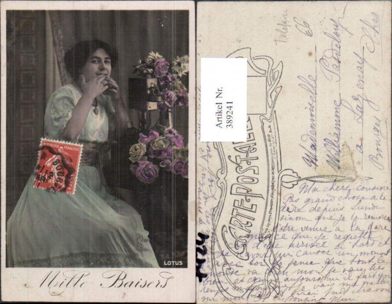 Technik Telefon Antik Frau a. Tisch Blumn Rosen Mille Baisers