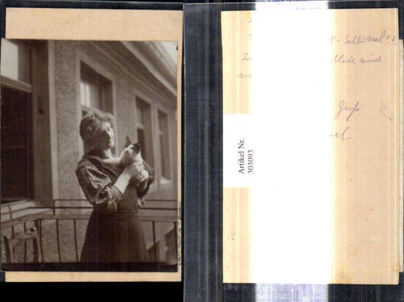 Foto a. Ak geklebt Tiere Katze a. Arm Frau