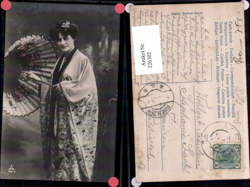Frau m. Umhang Schirm Geisha Portrait
