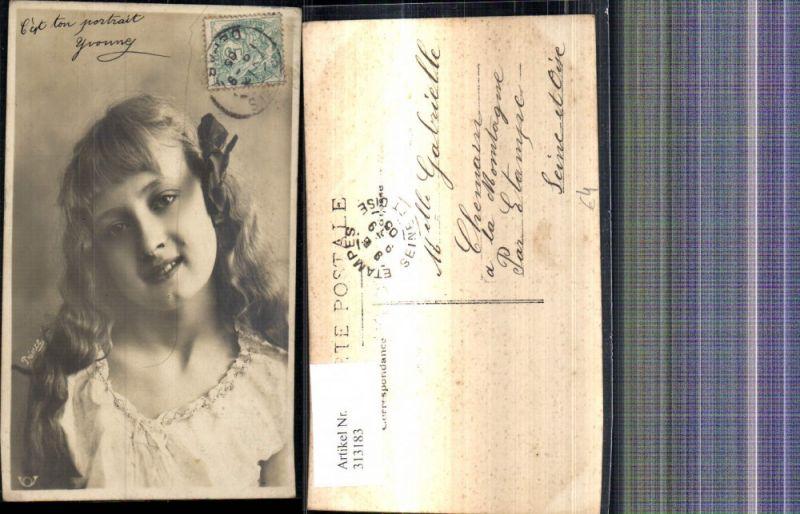 Kind Blondes Mädchen Haarschleife Portrait
