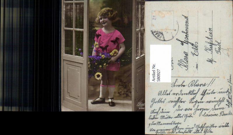 Kind Mädchen Blumenstrauß Blumen i. Tür stehend Namenstag