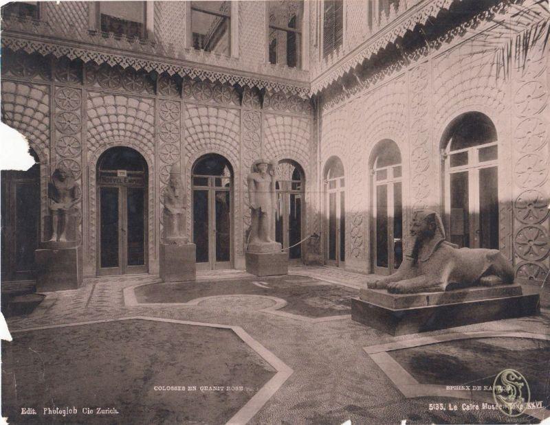 Le Caire Musée. Salle XXVI. Colosses en Granit Rose. Sphinx de Karnch.