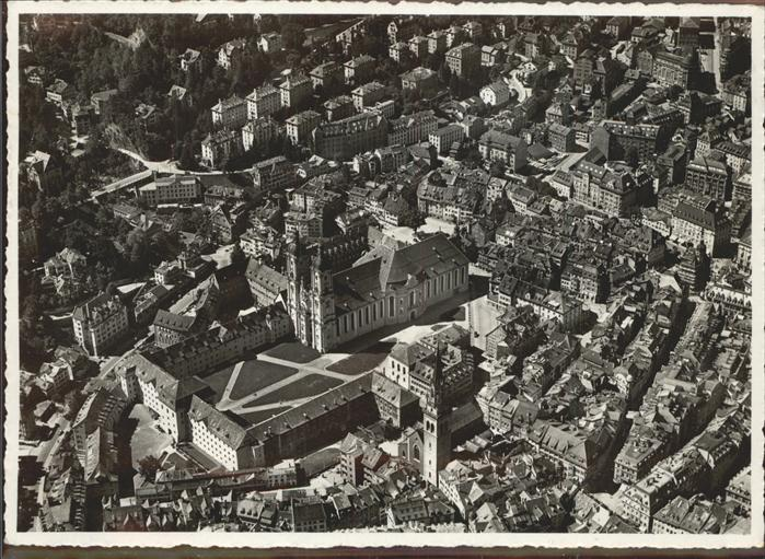 St Gallen SG Teilansicht Kloster St Laurentiuskirche und Regierungsgebaeude   Fliegeraufnahme Kat. St Gallen
