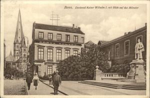 Bonn Rhein Denkmal Kaiser Wilhelm I mit Blick auf das Muenster / Bonn /Bonn Stadtkreis