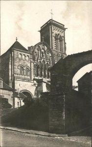 Vezelay Basilique de la Madeleine et rue des Ursulines / Vezelay /Arrond. d Avallon
