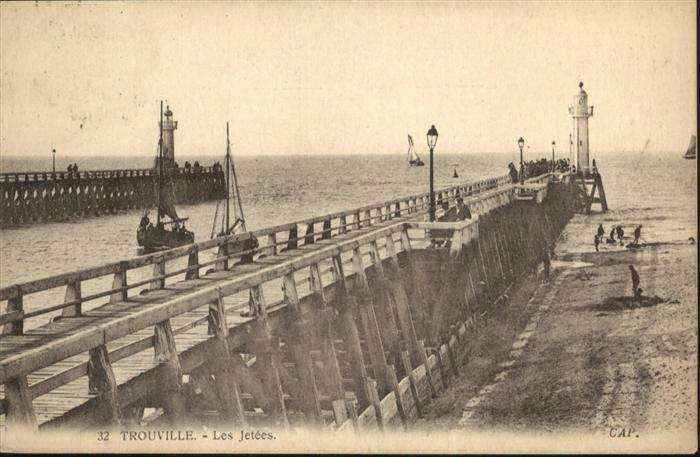 Trouville-sur-Mer Les Jetees Schiff