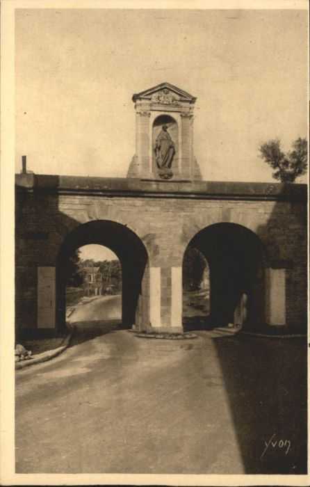 Langres Langres Porte Neuve * / Langres /Arrond. de Langres