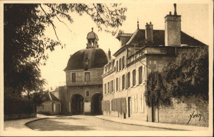 Langres Langres Porte Moulins * / Langres /Arrond. de Langres
